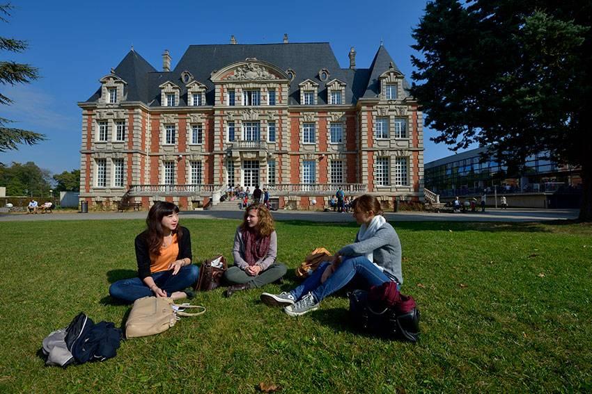 NEOMA estudia negocios en Reims Francia